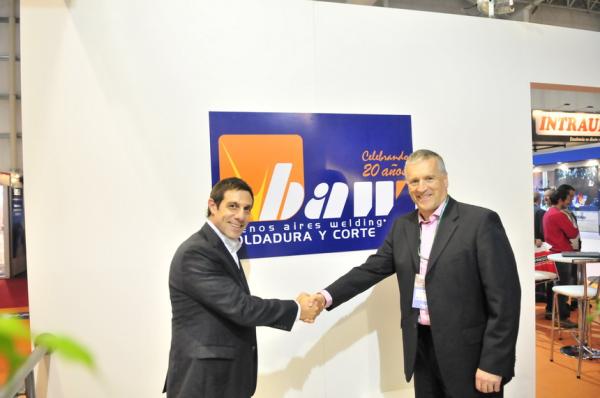 Fernando Lascano CSerles FIMAQH Handshake resized 600